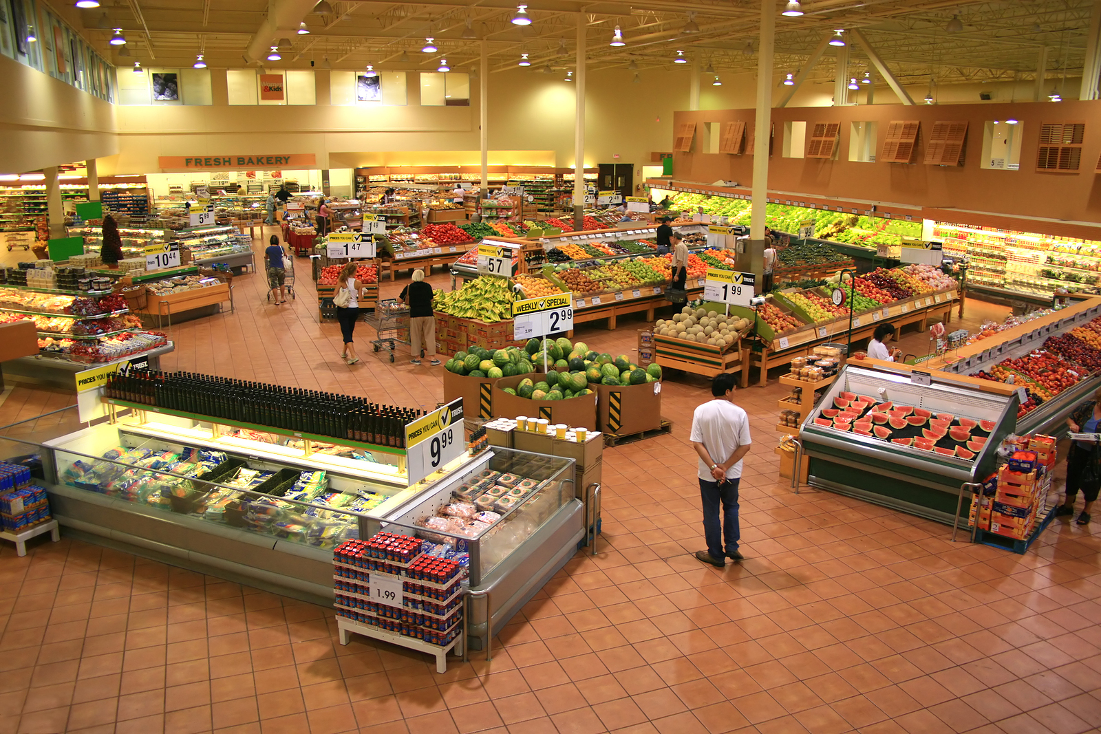 thes first modern grocery store By a nose, american dollars spent at restaurants and bars outstripped those plunked down in grocery stores in january, a first since the census bureau began tracking data in 1992.